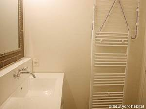 Paris Studio accommodation - bathroom (PA-3030) photo 3 of 4