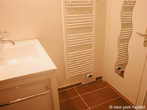 Paris Studio accommodation - bathroom (PA-3030) photo 4 of 4