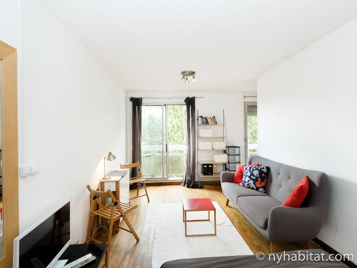 Paris accommodation studio apartment rental in place de la r publique canal saint martin for All paris apartments
