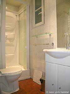 Paris 2 Bedroom apartment - bathroom (PA-3293) photo 1 of 5