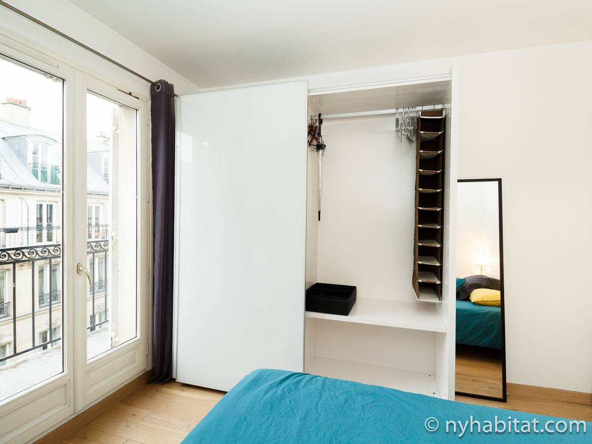 Paris 1 Bedroom apartment - bedroom (PA-3311) photo 6 of 9