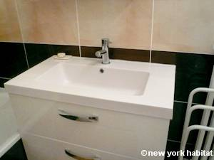 Paris Studio apartment - bathroom (PA-3312) photo 1 of 2