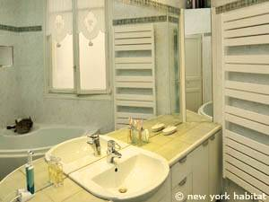 Paris 2 Bedroom accommodation - bathroom 1 (PA-3348) photo 1 of 4