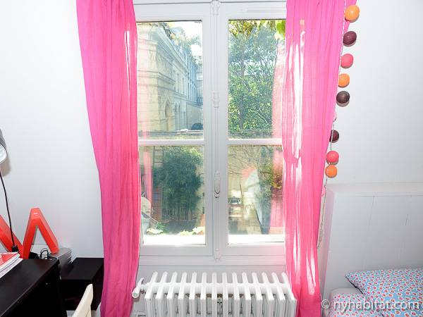 Paris T5 - Duplex appartement location vacances - chambre 2 (PA-3485) photo 2 sur 4