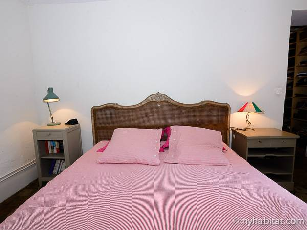 Paris T5 - Duplex appartement location vacances - chambre 1 (PA-3485) photo 2 sur 4