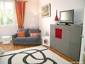 Paris Accommodation: Studio Accommodation in Montmarte Sacre Coeur (PA-3596)