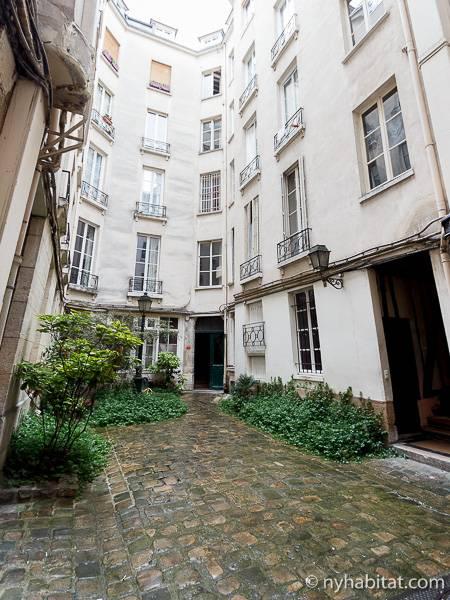 logement paris location meubl e t2 saint michel quartier latin panth on pa 3637. Black Bedroom Furniture Sets. Home Design Ideas