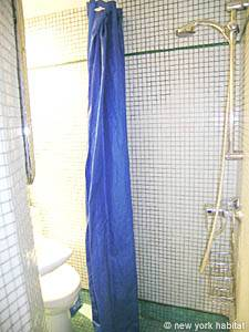 Paris Studio accommodation - bathroom (PA-3664) photo 3 of 3
