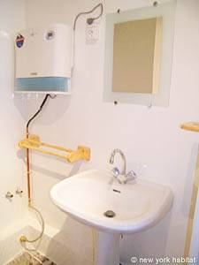 Paris Studio accommodation - bathroom (PA-3805) photo 4 of 4