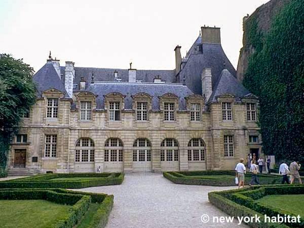 Logement paris location meubl e t2 place des vosges for Appart hotel paris au mois