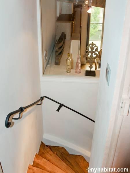 logement paris location meubl e t3 le de la cit le louvre les halles ch telet pa 3865. Black Bedroom Furniture Sets. Home Design Ideas