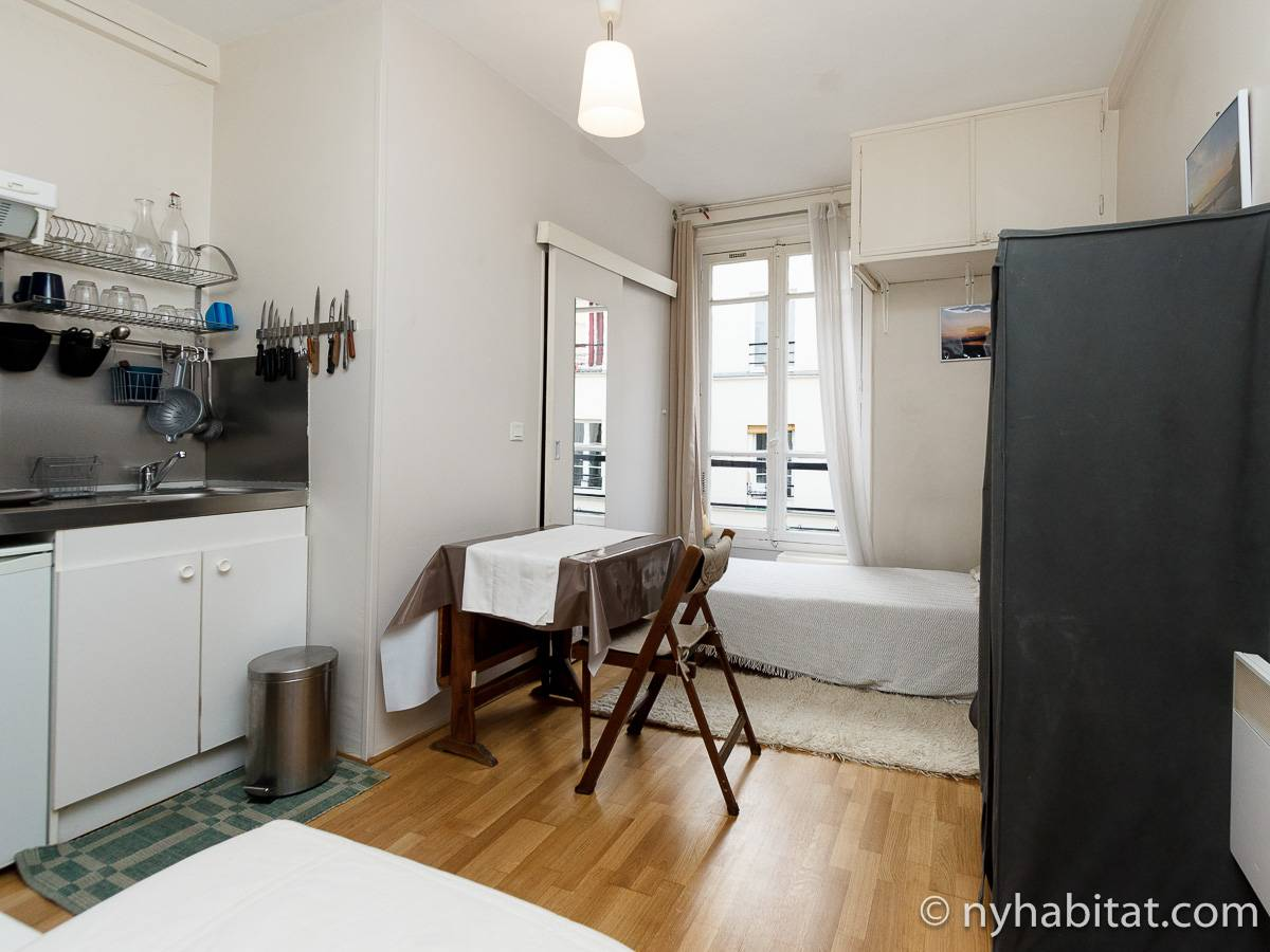 Logement paris location meubl e studio t1 oberkampf for Location appartement atypique paris