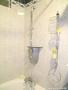 Paris Studio accommodation - bathroom (PA-4011) photo 2 of 3