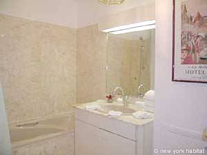 Paris Studio apartment - bathroom 1 (PA-4079) photo 2 of 4