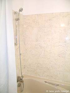 Paris Studio apartment - bathroom 1 (PA-4079) photo 3 of 4