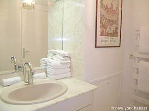 Paris Studio apartment - bathroom 1 (PA-4079) photo 1 of 4