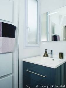 Paris Studio accommodation - bathroom (PA-4143) photo 2 of 2