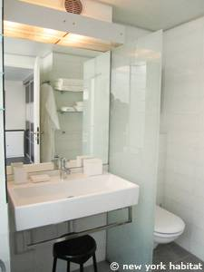 Paris 3 Bedroom - Triplex apartment - bathroom 1 (PA-4175) photo 3 of 4