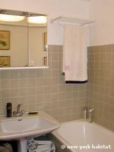 Paris 1 Bedroom apartment - bathroom (PA-4221) photo 1 of 1