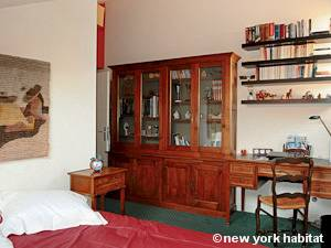 Paris T3 - Duplex appartement location vacances - chambre 2 (PA-4270) photo 2 sur 3