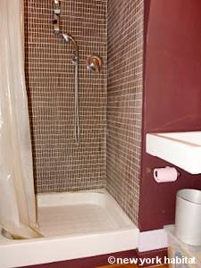 Paris Studio accommodation - bathroom (PA-4273) photo 1 of 2