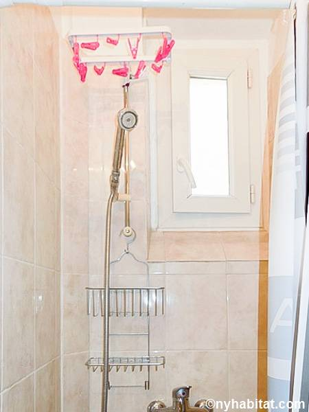 Paris Studio apartment - bathroom (PA-4329) photo 2 of 4
