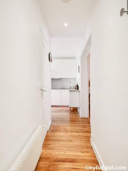 logement paris location meubl e t2 porte de saint ouen montmartre sacr coeur pa 4675. Black Bedroom Furniture Sets. Home Design Ideas