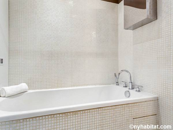 Paris 2 Bedroom accommodation - bathroom 1 (PA-4684) photo 1 of 3