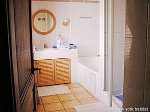 Sud de la France - Provence - T3 - Villa appartement location vacances - salle de bain (PR-174) photo 2 sur 2