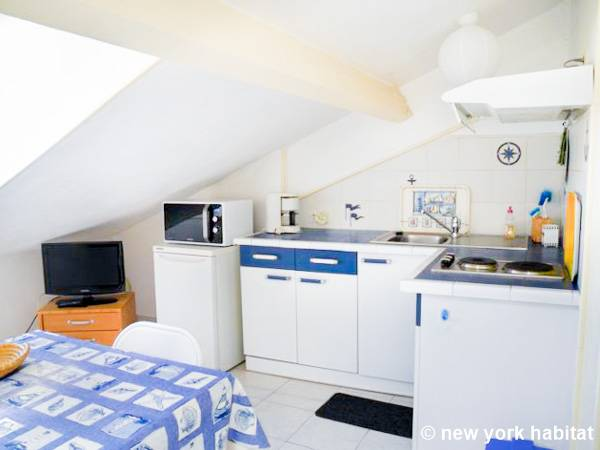 South of France - French Riviera - Studio accommodation - kitchen (PR-229) photo 1 of 1