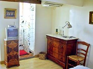 South of France - Provence - 3 Bedroom - Duplex accommodation - bedroom 1 (PR-273) photo 2 of 5