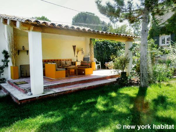South france apartment 3 bedroom maison de village rental - La maison de provence ...