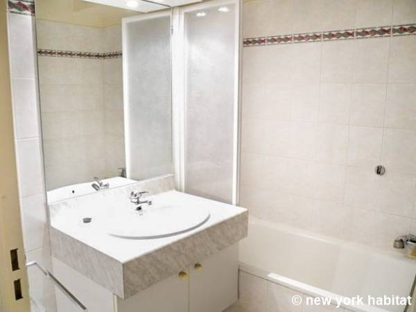South of France - French Riviera - Studio apartment - bathroom (PR-387) photo 2 of 3