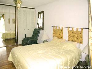 South of France - French Riviera - 3 Bedroom - Villa accommodation bed breakfast - bedroom 1 (PR-389) photo 2 of 4