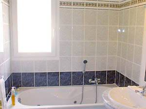 Sud de la France - Provence - T5 - Villa appartement location vacances - salle de bain 1 (PR-409) photo 2 sur 2