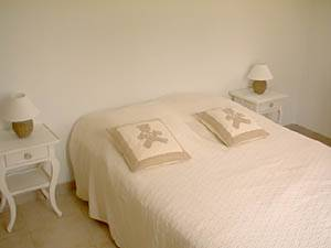 Sud de la France - Provence - T5 - Villa appartement location vacances - chambre 2 (PR-409) photo 2 sur 4
