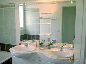 Sud de la France - Provence - T5 - Villa appartement location vacances - salle de bain 2 (PR-409) photo 1 sur 2