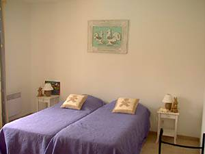 Sud de la France - Provence - T5 - Villa appartement location vacances - chambre 4 (PR-409) photo 1 sur 3