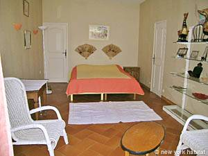 South of France - Provence - 4 Bedroom - Villa accommodation bed breakfast - bedroom 3 (PR-498) photo 2 of 4