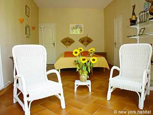 South of France - Provence - 4 Bedroom - Villa accommodation bed breakfast - bedroom 3 (PR-498) photo 4 of 4