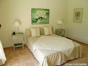 South of France - Provence - 4 Bedroom - Duplex - Villa accommodation - bedroom 1 (PR-556) photo 2 of 5