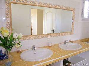 South of France - Provence - 4 Bedroom - Duplex - Villa accommodation - bathroom 2 (PR-556) photo 3 of 4