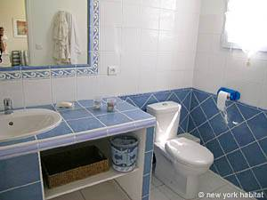 South of France - Provence - 4 Bedroom - Duplex - Villa accommodation - bathroom 3 (PR-556) photo 1 of 3