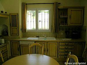 Sud de la France - Provence - T5 - Villa appartement location vacances - cuisine (PR-557) photo 2 sur 5
