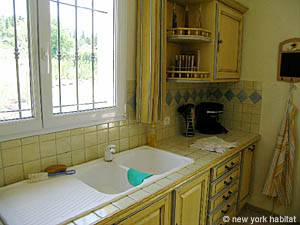 Sud de la France - Provence - T5 - Villa appartement location vacances - cuisine (PR-557) photo 5 sur 5