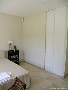 Sud de la France - Provence - T5 - Villa appartement location vacances - chambre 1 (PR-557) photo 4 sur 4