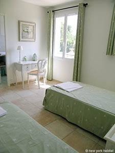 Sud de la France - Provence - T5 - Villa appartement location vacances - chambre 3 (PR-557) photo 2 sur 4