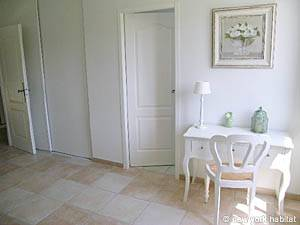 Sud de la France - Provence - T5 - Villa appartement location vacances - chambre 3 (PR-557) photo 4 sur 4