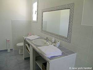 South of France - Provence - 4 Bedroom - Villa accommodation - bathroom 4 (PR-557) photo 6 of 6