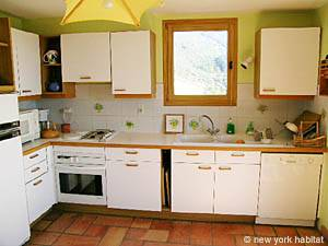 South of France - Provence - 4 Bedroom - Villa accommodation - kitchen (PR-603) photo 2 of 3